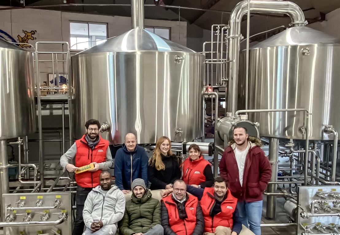 法国30HL交钥匙啤酒厂项目主要包括:粉碎系统、糖化系统、发酵系统、制冷系统、清洗系统、控制系统等主要部件以及辅机配件